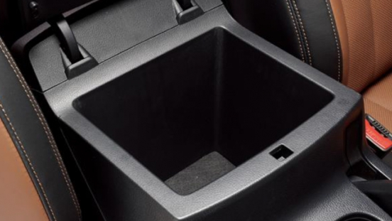 2018 SsangYong Musso center console compartment