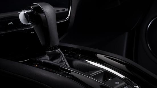 2019 Honda HR-V gear shifter