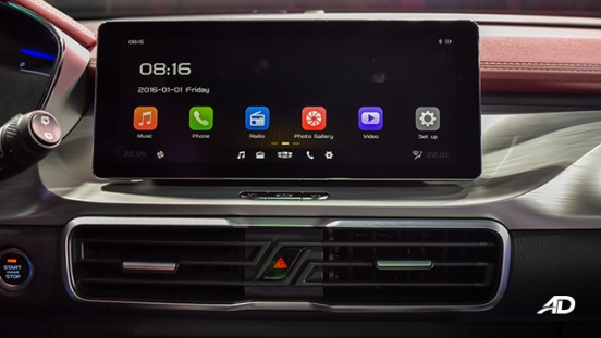 Geely Coolray interior infotainment