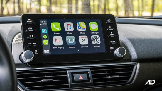 honda accord review road test touchscreen infotainment interior apple carplay