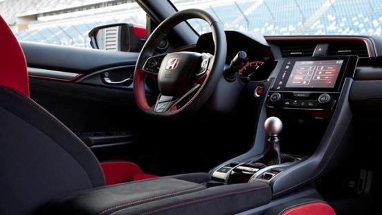 Honda Civic Type R 2018 cabin