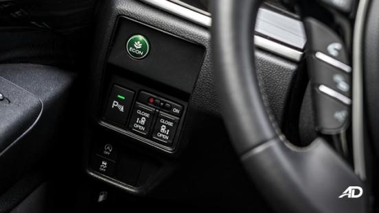 honda odyssey review road test tech controls interior