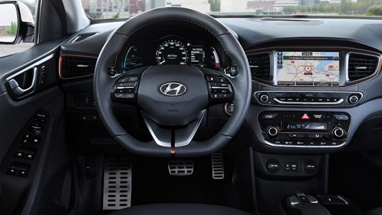 Hyundai Ioniq 2018 cockpit