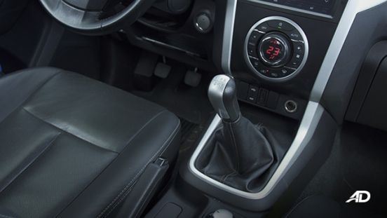isuzu d-max review road test hear lever shifter interior philippines