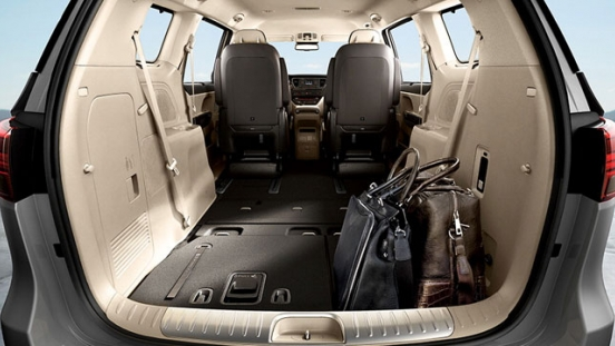 Kia Grand Carnival 2018 rear compartment