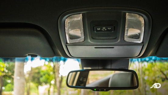 kia sportage review road test dome lights interior