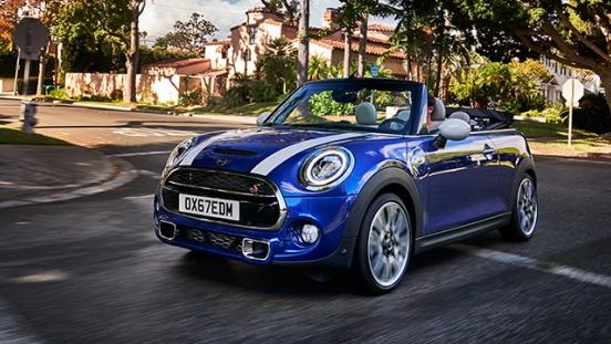 MINI Cooper Convertible 2018 blue