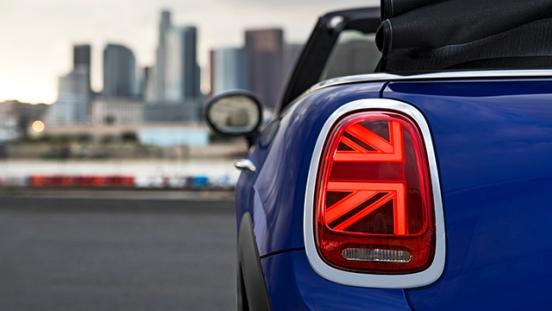 MINI Cooper Convertible 2018 flag taillight
