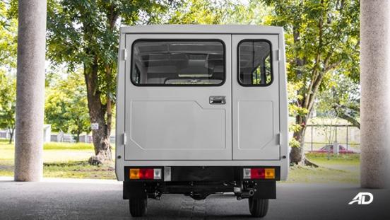 Mitsubishi L300 exterior rear