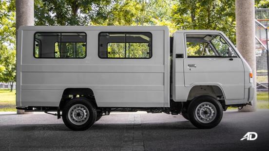 Mitsubishi L300 exterior side