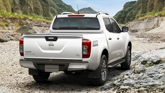 Nissan Navara  rear quarter