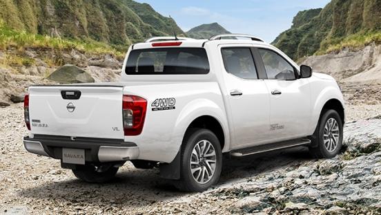 Nissan Navara  rear side profile