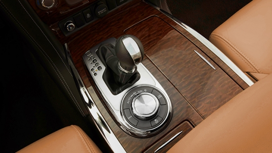 Nissan Patrol Royale gear shifter