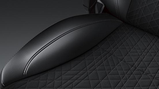 Suzuki Vitara geometrical seats interior