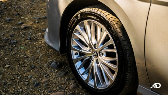 toyota camry review road test wheels exterior