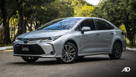 Toyota corolla altis hybrid review road test front quarter exterior