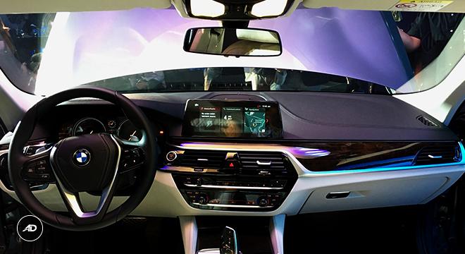 2018 BMW 5-Series Sedan dashboard