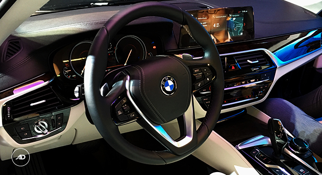 2018 BMW 5-Series Sedan steering wheel