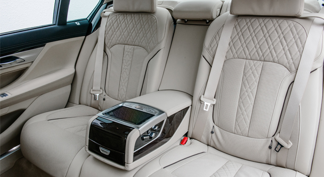 2018 BMW 7-Series rear seats
