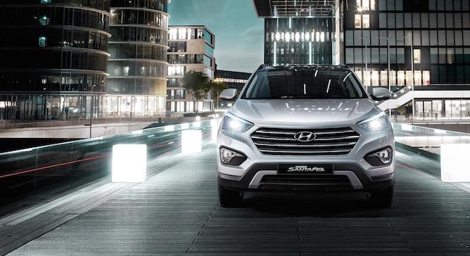 2018 Hyundai Grand Santa Fe front