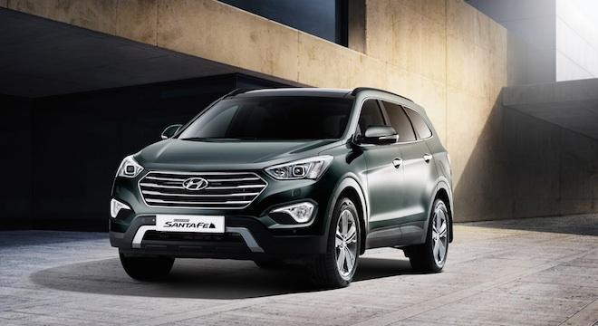 2018 Hyundai Grand Santa Fe front quarter