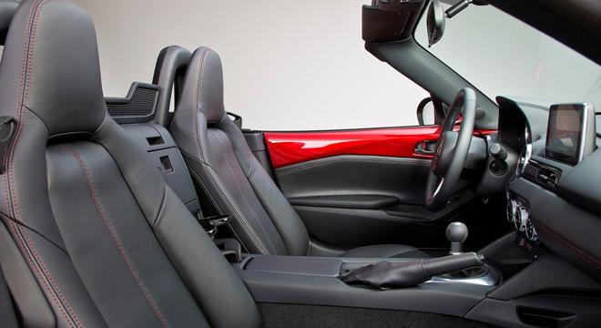 2018 Mazda MX-5 cabin