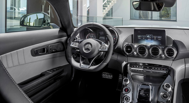 2018 Mercedes-Benz AMG GT dashboard