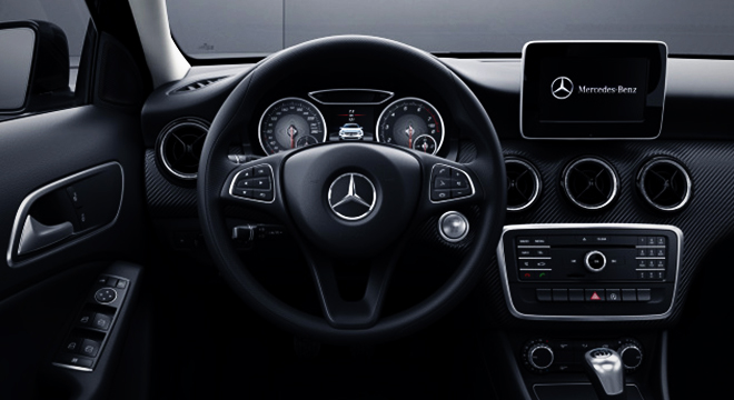2018 Mercedes-Benz GLA steering wheel