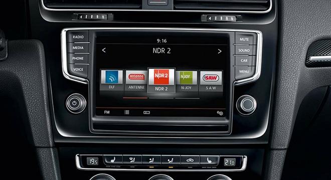 2018 Volkswagen Golf GTS infotainment system