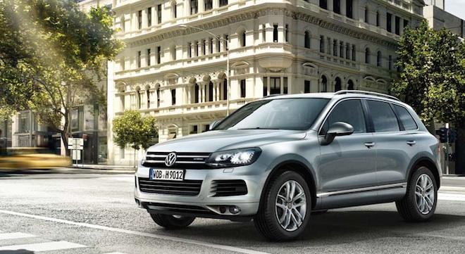 2018 Volkswagen Touareg side