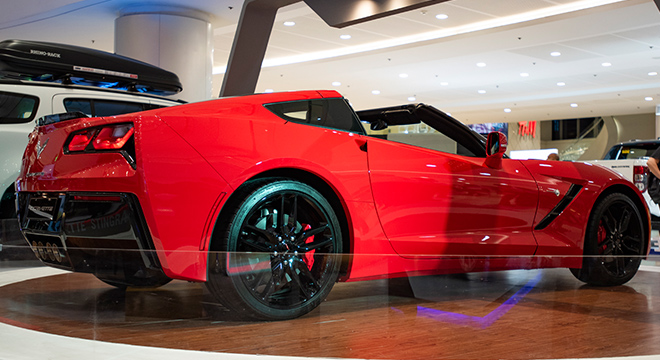 2019 Chevrolet Stingray side