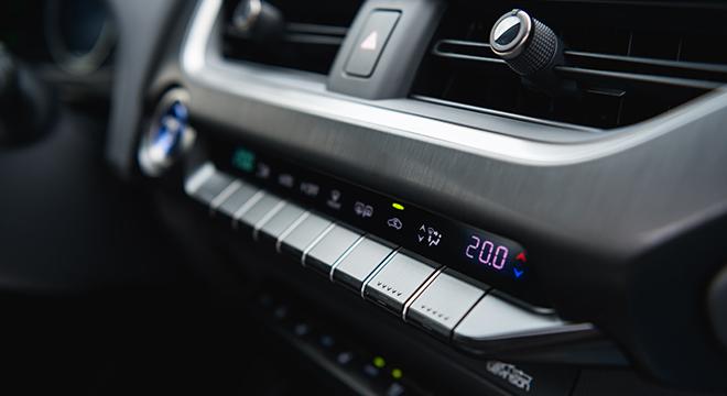2019 Lexus UX center console controls