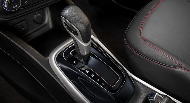 2021 Chevrolet Tracker interior shifter Philippines