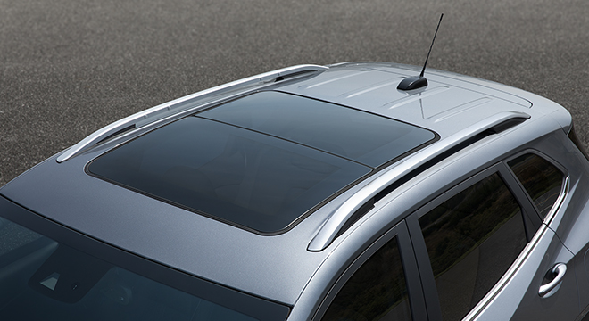 2021 Chevrolet Tracker interior sunroof Philippines