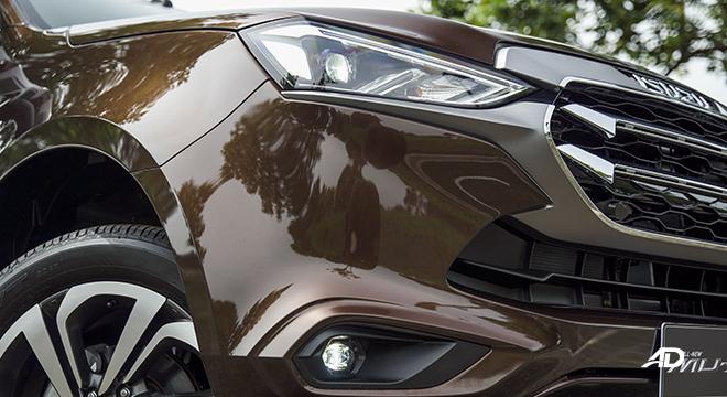 2022 Isuzu mu-X exterior quarter headlights Philippines