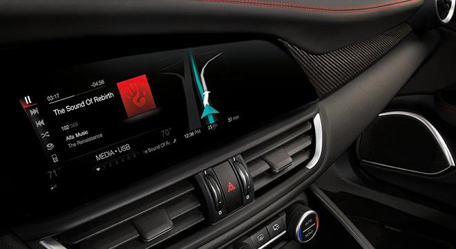 Alfa Romeo Giulia 2018 center console