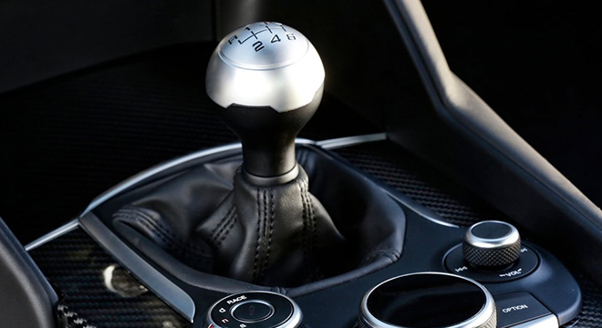 Alfa Romeo Giulia 2018 gear shift