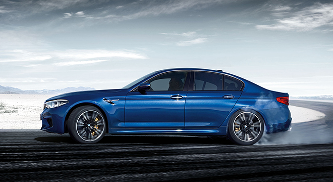 BMW M5 with M xDrive 2018 side