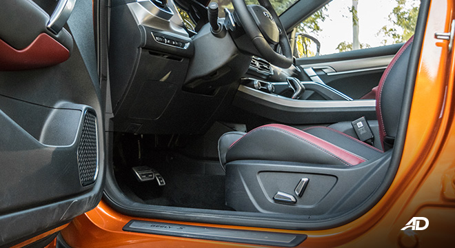 geely coolray road test review front cabin interior