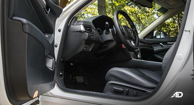 honda accord review road test front cabin legroom interior