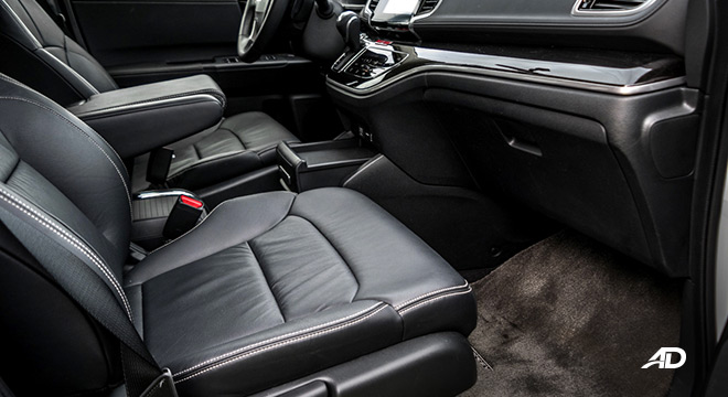 honda odyssey review road test front cabin legroom interior