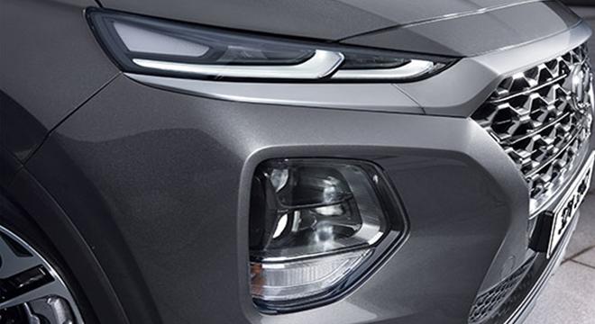 Hyundai Santa Fe 2019 fog lamps and headlights