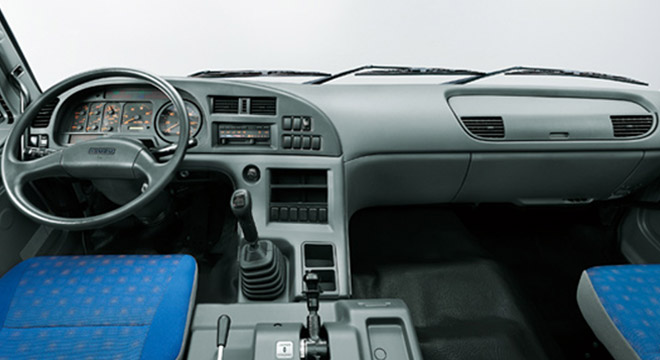 Isuzu E-Series 2018 interior