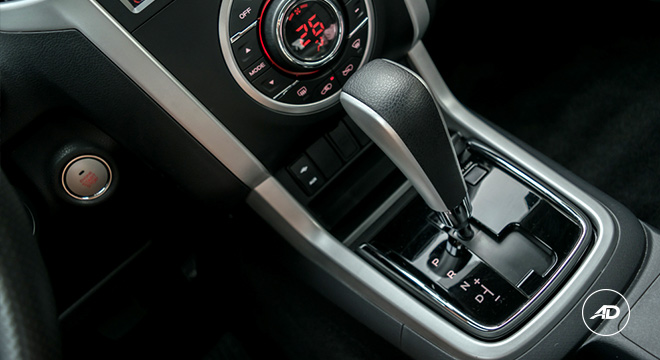 Isuzu mu-X 2018 gear shift