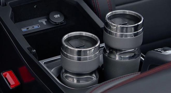 Jaguar E-Pace 2018 cupholders