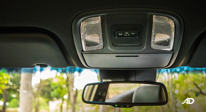kia sportage review road test dome lights interior