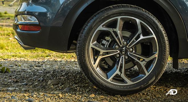 kia sportage review road test wheels exterior