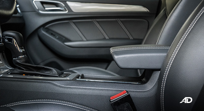 mg rx5 review road test front armrest interior