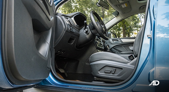 mg rx5 review road test front cabin legroom interior