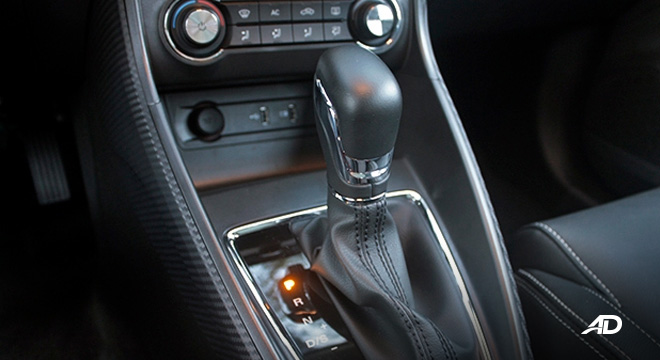 MG ZS road test review gear lever interior